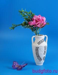 Натюрморт с вазой и бабочкой