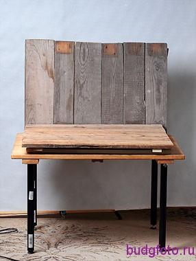 Столик и деревянный фон