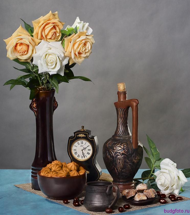 натюрморт с розами и кувшином